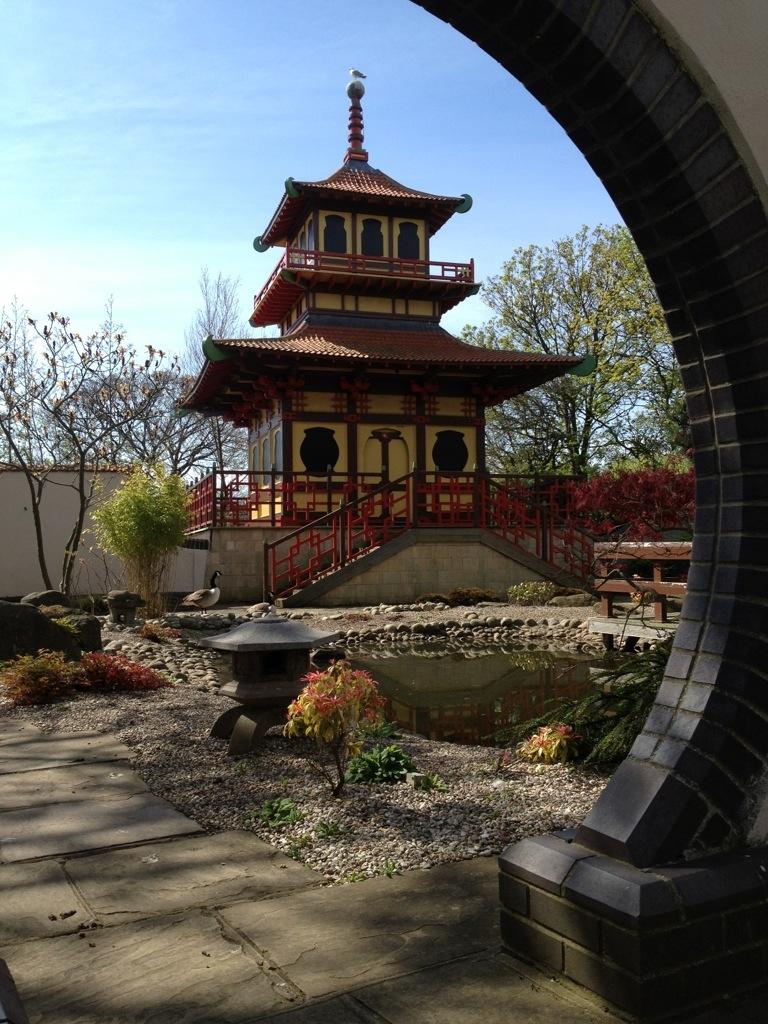 Uk japanese themed gardens 1 bonsai wales for Japanese themed garden